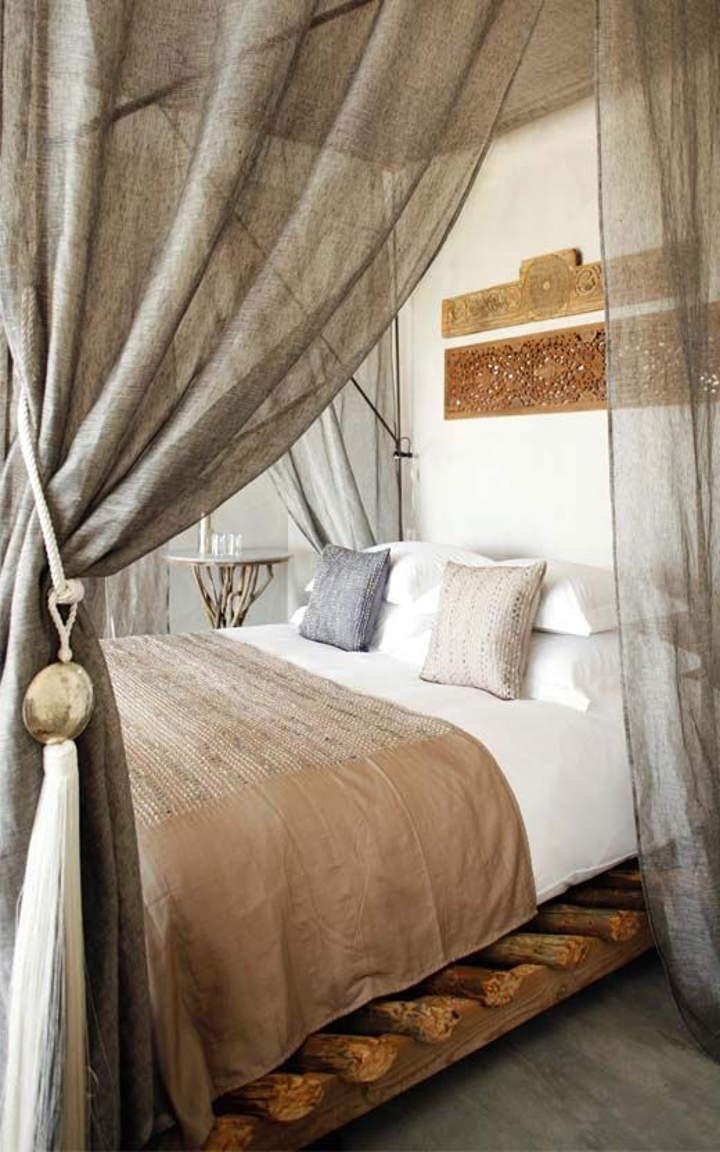 Льняные шторы в интерьере спальни фото