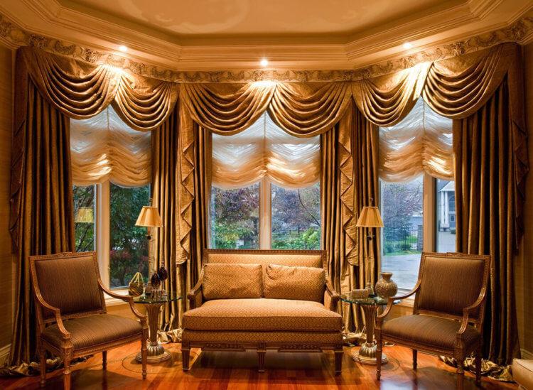 диван и шторы