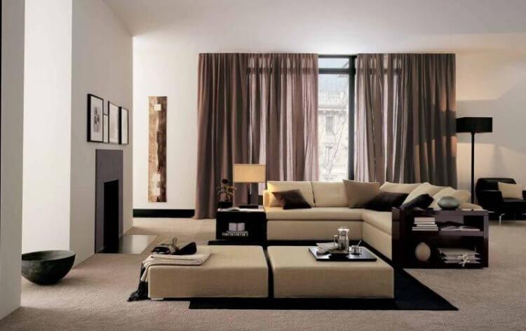 серый диван и шторы
