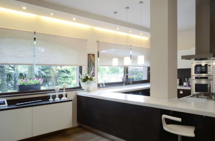 рулонные шторы хай тек на кухне