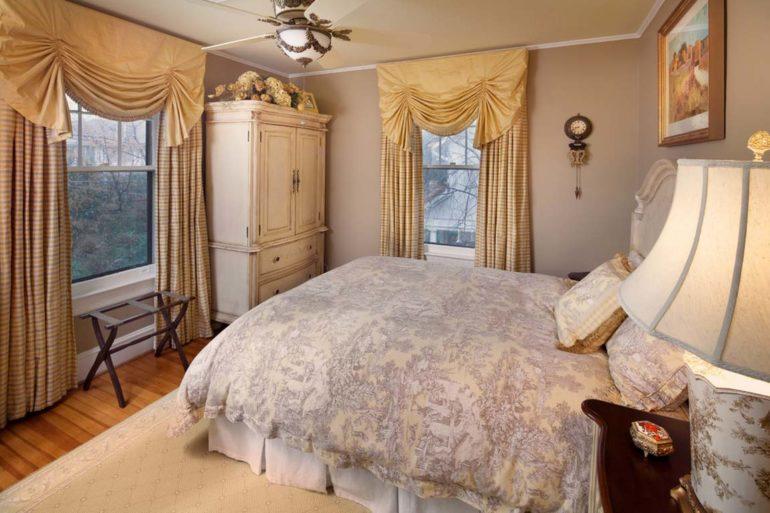 Английские шторы спальня