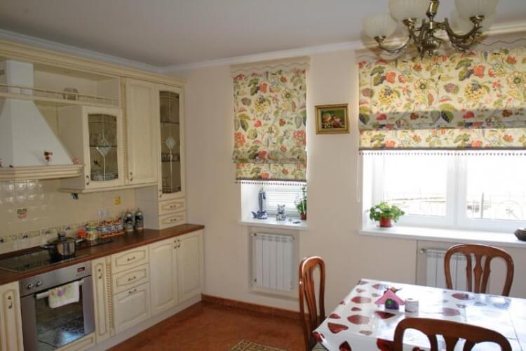 Римские шторы на кухню11