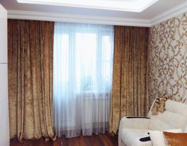 гостиная с бархатными шторами