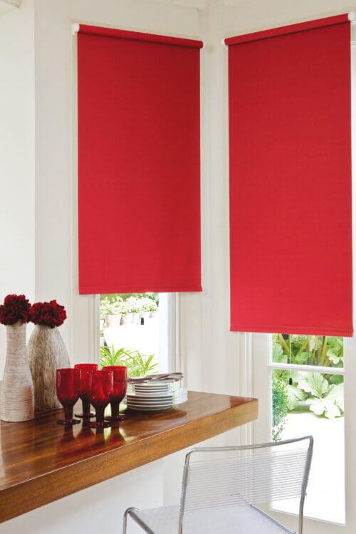 рулонные шторы на кухню1