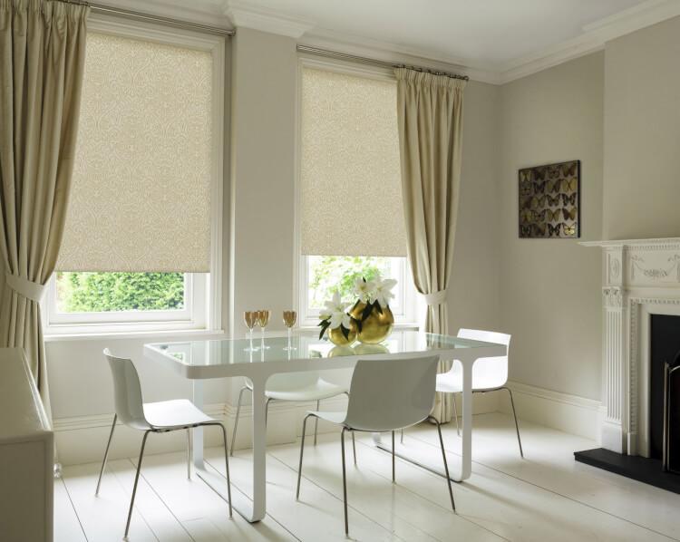 Рулонные шторы в сочетании с классическими