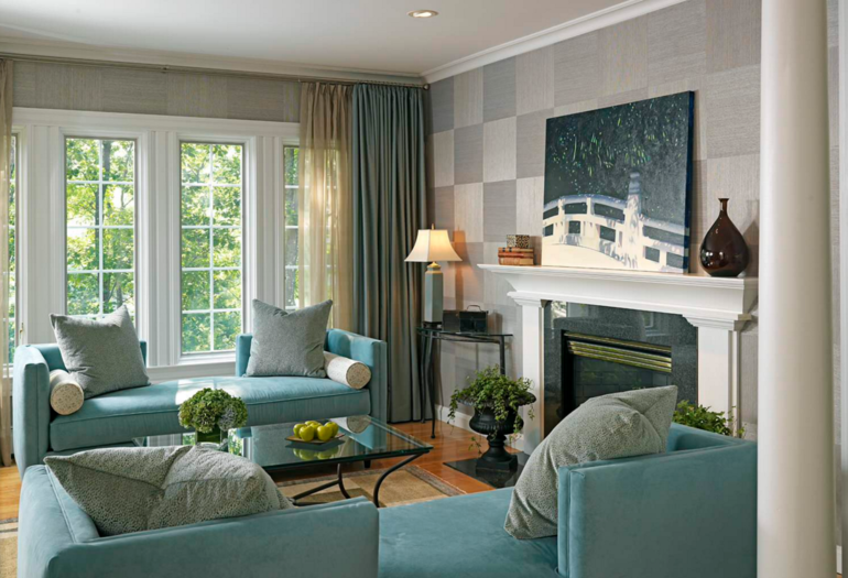 серо-голубые шторы в гостиной