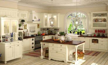 большой стол посередине кухни