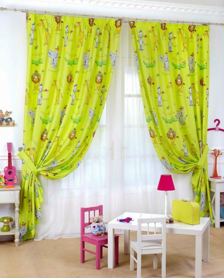 Дарят позитив и радость детям шторы светло-зеленого оттенка с тематическими рисунками