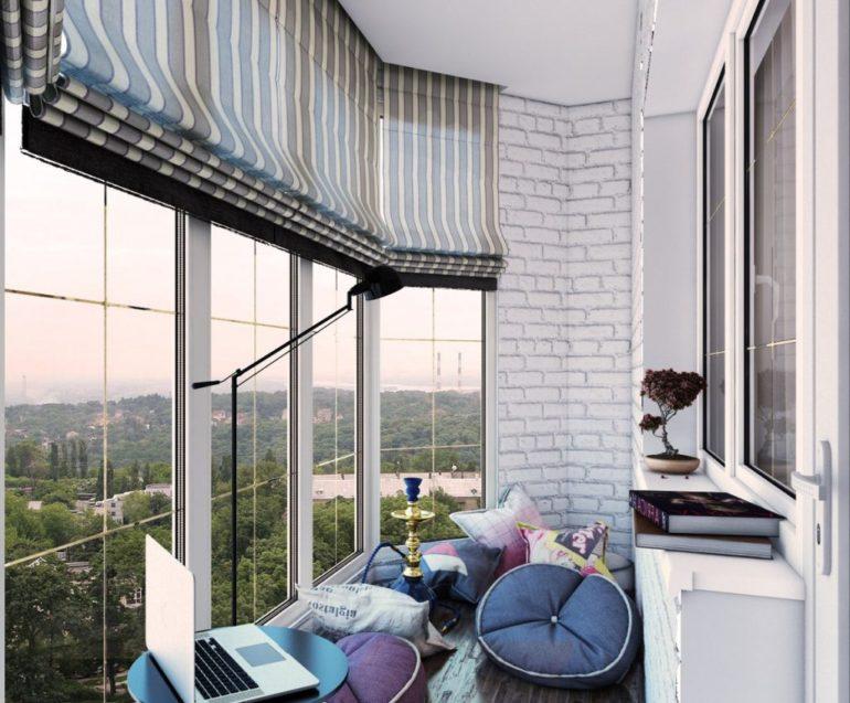 Для панорамных окон на лоджии римские шторы это лучший способ декора