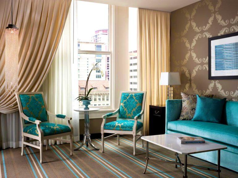 бирюзовые кресла и диван