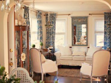 бело-синие тюли в интерьере гостиной