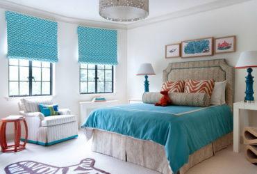 белая с голубым комната