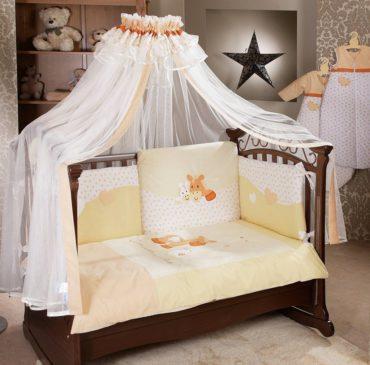 крепление на боковой стенке кровати