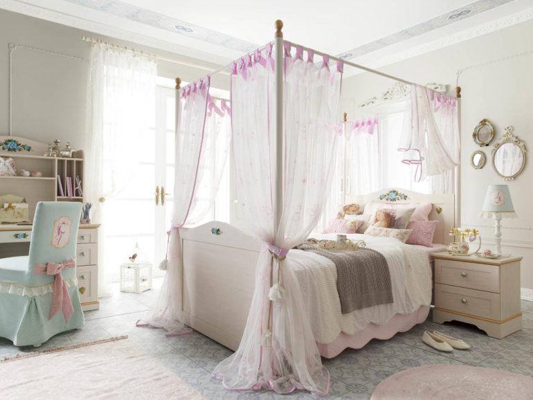 Королевский балдахин это самый объемный навес для детской кровати