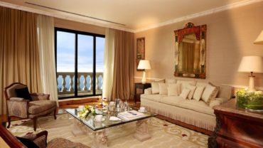 панорамное окно с видом на море