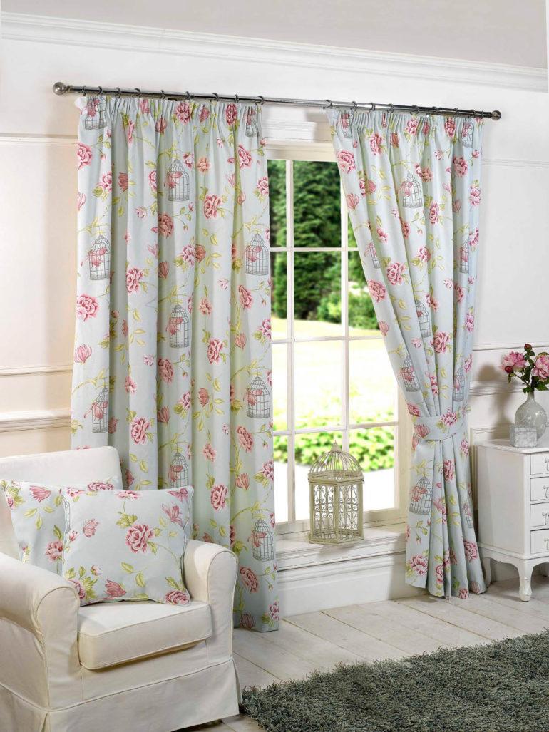 стиль южной франции серые шторы с цветами