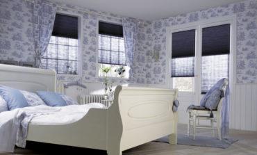 тканевые плиссе в голубой спальне