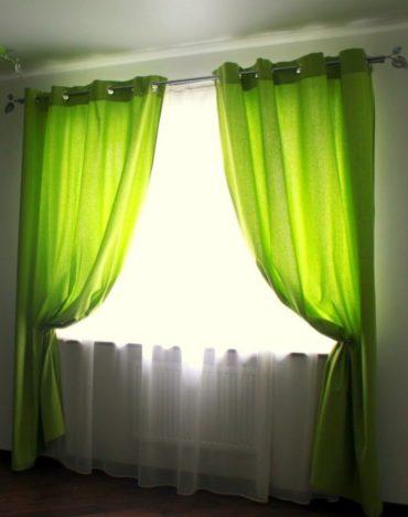 зеленый сочетается с белой органзой