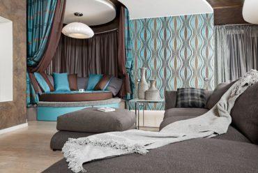Бирюзовая свежесть наполнит собой комнату оформленную в равнодушных коричнево-серых тонах