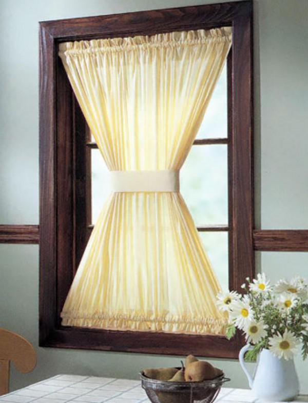 Шторы песочные часы подходят для декора маленького окна на кухне или мансарде