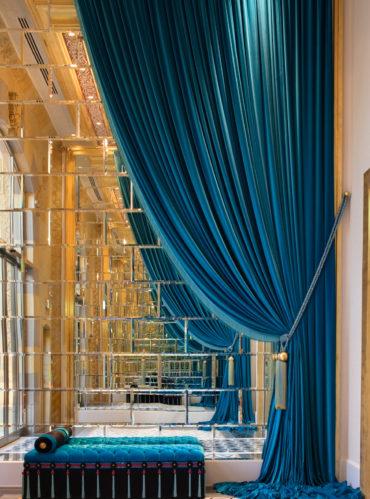 бархатные шторы с подхватами