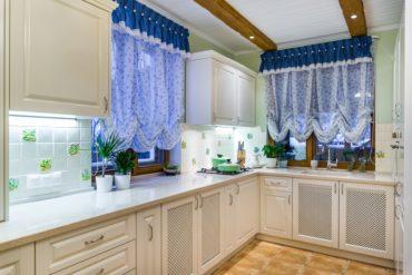 белые шкафчики на кухни