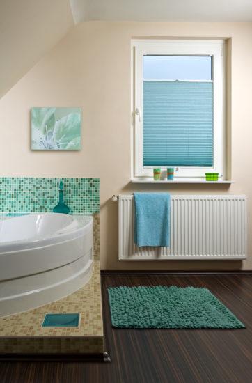 бирюзовый коврик в ванной