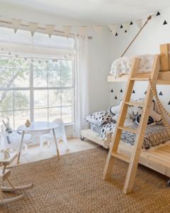 двухярусная кровать деревянная лошадка