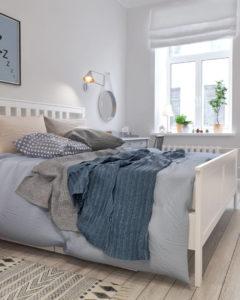 смятые покрывала на кровати