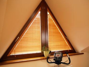 деревянная треугольная рама