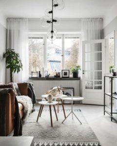 застекленная дверь черно-белый ковер