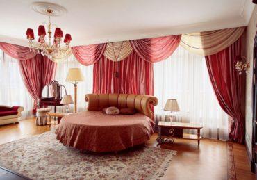 круглая кровать в спальню с кожаной спинкой