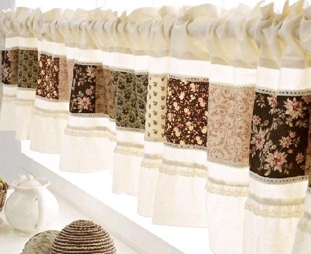 Для штор в стиле прованс можно использовать удачные комбинации тканей разного цвета и с разным рисунком
