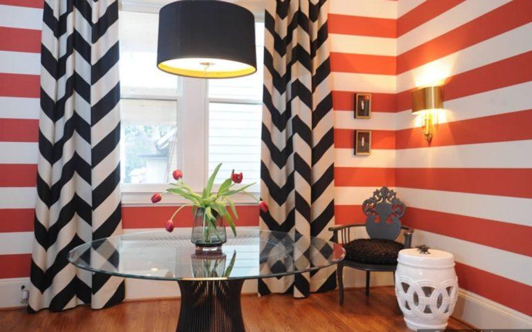 Черно-белые шторы вовсе не ограничивают вас в выборе обоев - они могут быть самых разнообразных цветов