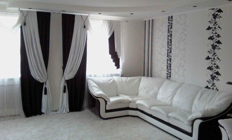 Двойные шторы всегда пользуются популярностью, особенно если это черно-белое сочетание
