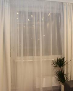 Отражение люстры в окне