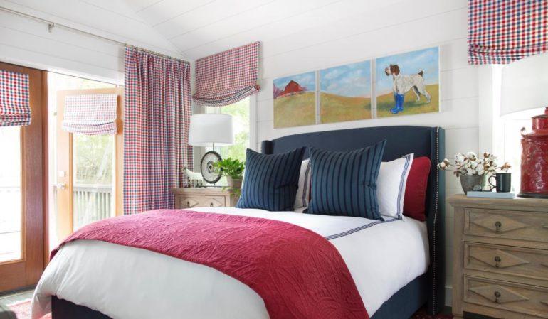 Шторы в клетку в стиле кантри украсят молодежную спальню в ярких тонах