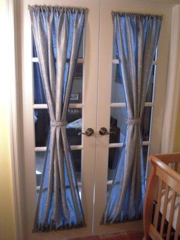 Фигурные ручки на двери