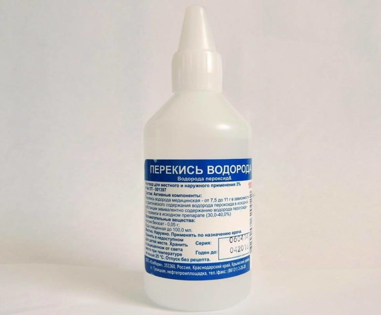 Перекись водорода является отличным компонентом комбинации для отбеливания посеревшего тюля