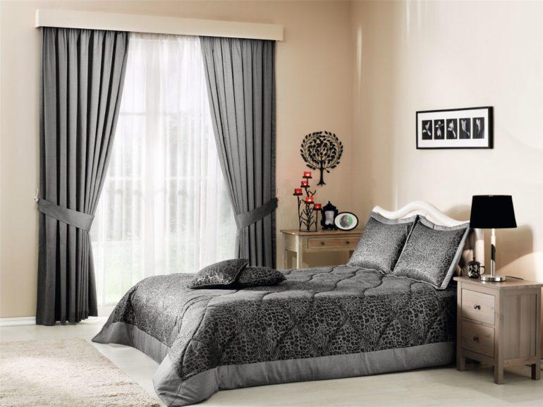 Габардин недорогой и податливый материал, так что его легко можно использовать не только для штор, но и для оформления кровати