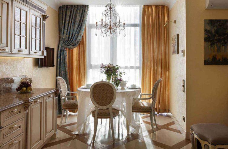Итальянская штора на кухне может стать ярким акцентом из-за неповторимости кроя и цвета
