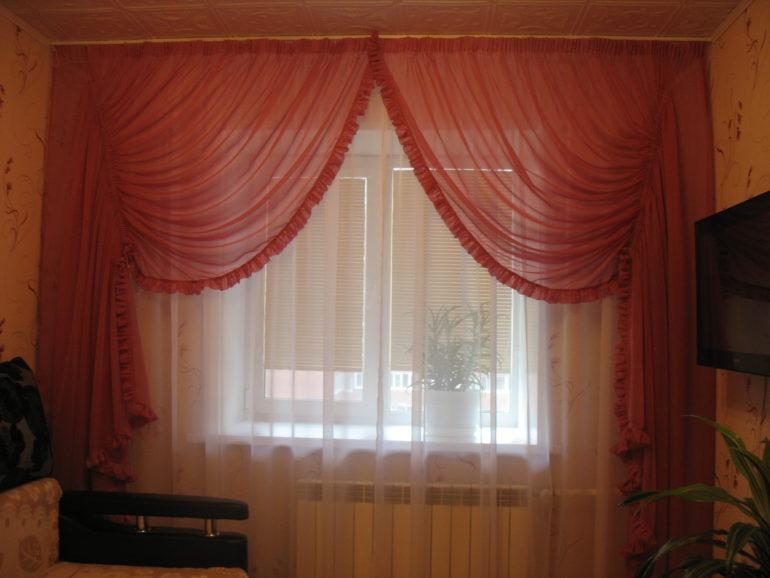 На фото двойная композиция тюля итальянского кроя и классического из легкой вуалевой ткани