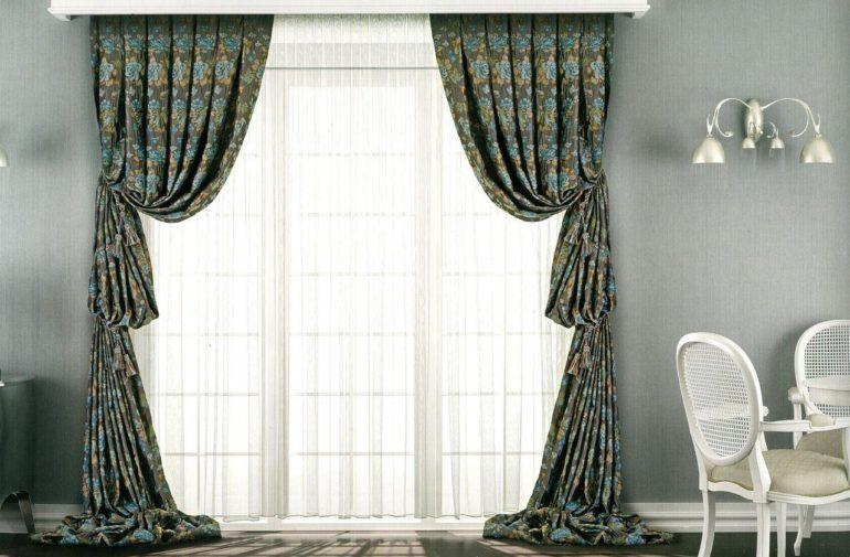 Симметричные складки и подхваты придают итальянским шторам неповторимый образ
