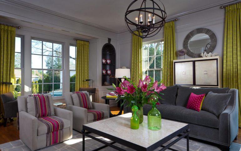 Яркие зеленые шторы могут стать незаменимым аксессуаром в интерьере, привлекающим к себе все внимание