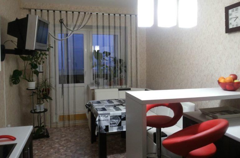 Кисея в тон кухонного интерьера дополнит убранство