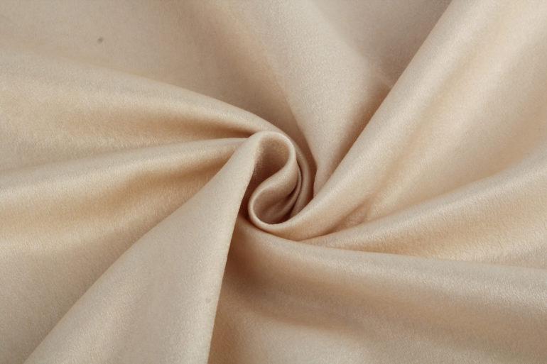 На первый взгляд ткань софт напоминает бархат, но он по плотности и густоте ворса значительно отличается