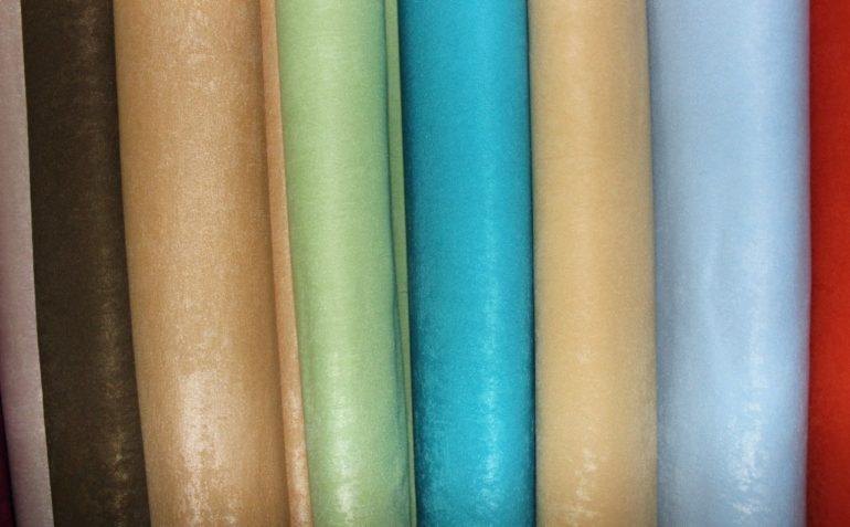 Под действием света ткань софт переливается и выглядит еще более нарядной