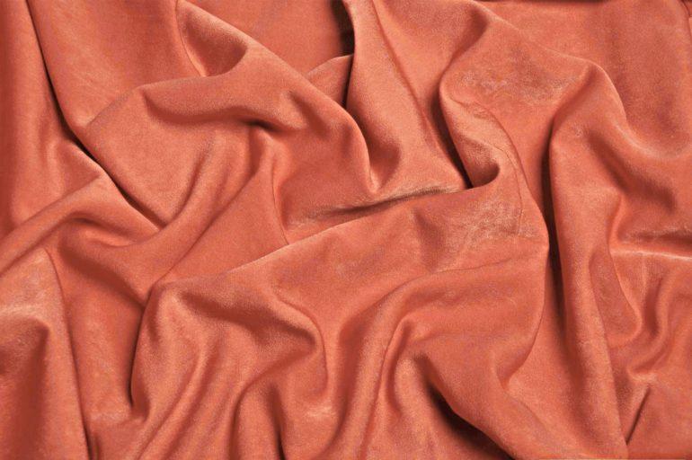 Вот так выглядит ткань софт, как видите, из нее получаются мягкие складки и драпировки