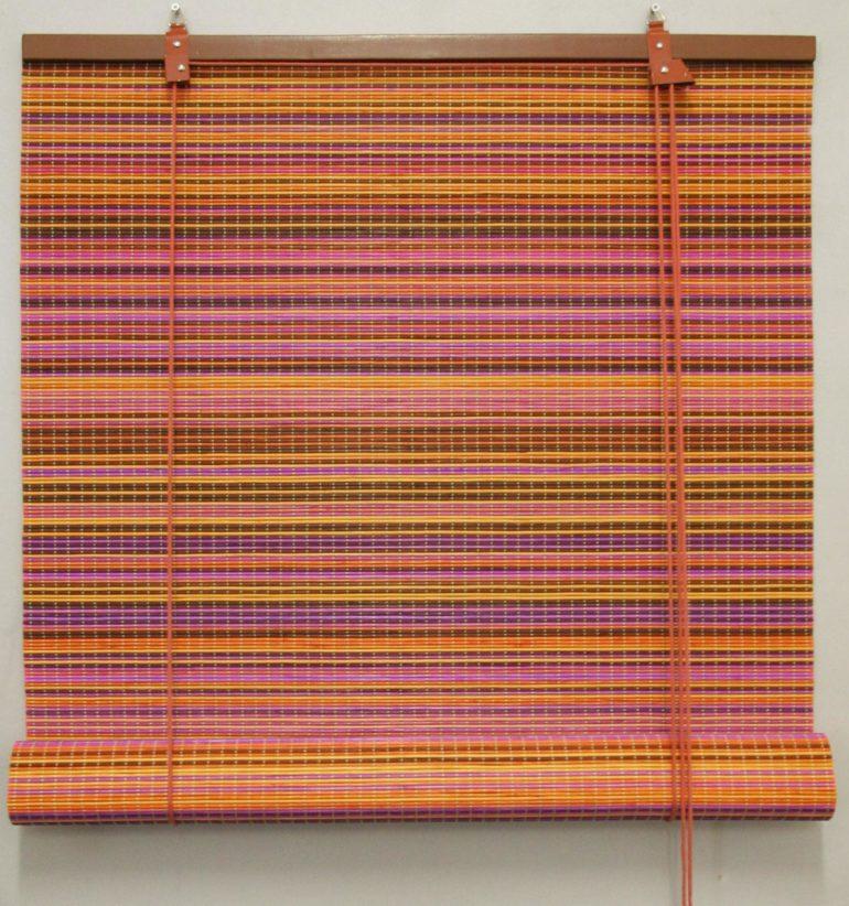 Для покраски бамбуковых ламелей производители используют натуральные красители, а сверху покрывают изделие защитным лаком