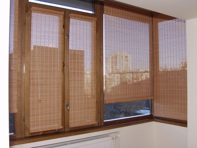 При наличие нескольких створок на окне следует установит на каждую из них отдельную ролету